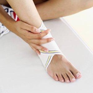 От чего может распухнуть нога