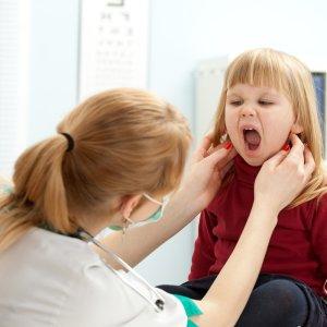Шишка на шее у ребенка причины появления и что делать