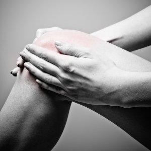 Щелчки в коленном суставе при разгибании сгибании и ходьбе чем лечить