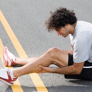 Сводит ступни ног что делать:способы и методы лечения