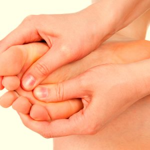 Горят ступни ног – причины и лечение