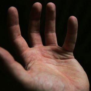 Судороги кистей рук причины лечение