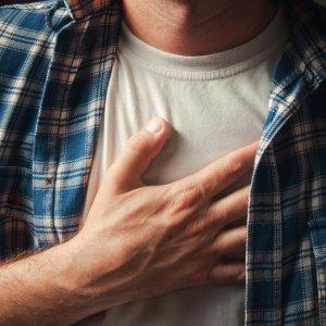 Колит слева в грудной клетке. Причины ощущения, словно давит в области грудной клетки. Что делать, если возникает колющая боль