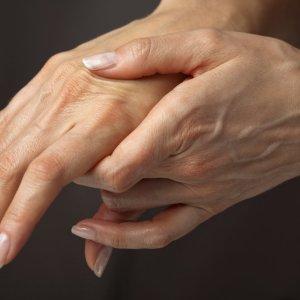 Немеет правая рука причины и лечение