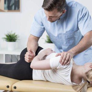 Мануальный терапевт - какие заболевания лечит и методы проведения сеансов массажа