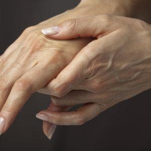 Почему болит и отнимается левая рука. Немеет и болит левая рука: что делать? К обязательным диагностическим процедурам относят