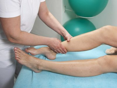 Изображение - Болезнь гоффа коленного сустава симптомы и лечение chto-delat-esli-sxvatila-sudoroga-na-noge-400x300